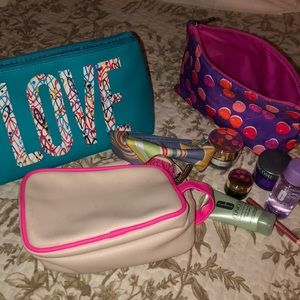 4 cosmetic cases and samples